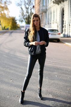 Josefinekstroms - Josefin Ekström blogg: Black Bomber Jacket