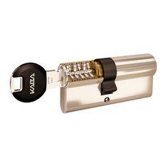 Die hohe Sicherheit verdankt Kaba penta u.a. der ausgeklügelten Technik innerhalb des Schließzylinders. Kaba penta Schließzylinder zählen zu den Sichersten am Markt und schützen gegen die gängigsten Öffnungsmethoden. Die Schlagmethode (Rapidomethode), bei der herkömmliche Schließzylinder – ohne Spuren zu hinterlassen – mit einem speziell angefertigten Schlüssel und einem Hammer geöffnet werden können, ist für Besitzer eines Kaba penta Schließzylinders kein Thema. Usb Flash Drive, Blog, Helpful Tips, Blogging, Usb Drive