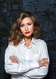 White Shirts Women, Blouses For Women, White Shirt Outfits, Popped Collar, Female Character Inspiration, Blouse Dress, Business Women, Shirt Blouses, Hair Cuts