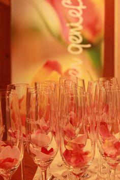 Zum Wohl! Auf eine wunderbare Ferienwoche! Jeden Sonntag beim Begrüßungsempfang und Aperitiv  .... www.rosenhof.com Wine Glass, Tableware, Sunday, Dinnerware, Tablewares, Porcelain, Wine Bottles