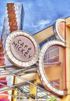 Definitely booking dinner at cafe mickey for our Disneyland Paris holiday.