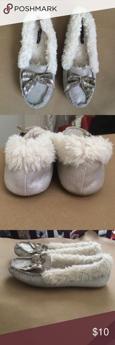 American Eagle Silver Slipper Shoes Silver, Comfortable, and Cute. American Eagle Outfitters Shoes Slippers
