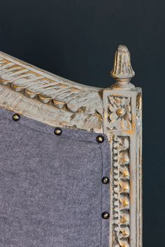 b8c2741b2ba143 Carved sofa frame details painted with French Linen Chalk Paint® over  gilding