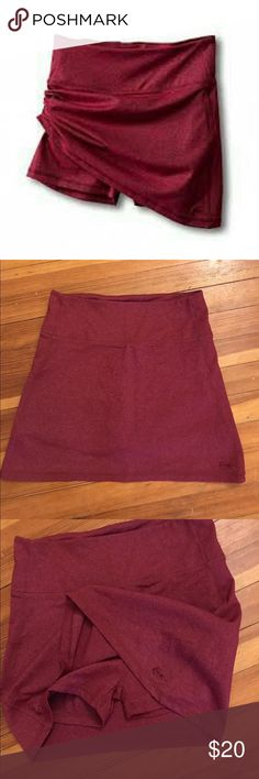 Kavu Women's Ivy Skort Small This skort is lightly worn, there are a couple small areas of peeling, but overall it's in good condition. Super comfortable, it sits high on the waist and has a lovely tummy tucking fit, great for travel or anything athletic and it can also be worn casually. Kavu Skirts Mini