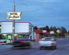いいね!1,019件、コメント3件 ― Motel Register(@motelregister)のInstagramアカウント: 「Life moves pretty fast beside a sign tied to a time that's been left behind. Photo by…」