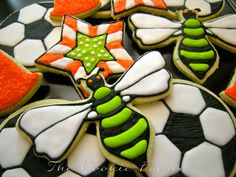 images of the cookie faerie cookies Soccer Cookies, Soccer Crafts, Diy Craft Projects, Diy Crafts, Soccer Party, Bugs And Insects, Royal Icing, Party Gifts, Birthday Party Themes