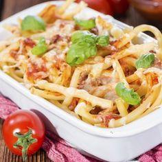 Ob mit Fleisch oder vegetarisch, klassisch oder experimentell – einen Nudelauflauf kannst Du genau so zubereiten, wie Du es gerne hättest. Guten Appetit!
