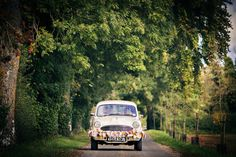 Retro-loving couples will adore travelling in this vintage car by Kushi Cars on their big day. Space Wedding, Wedding Car, Quirky Wedding, Unique Weddings, Alternative Wedding Inspiration, Wedding Transportation, Large Backyard, Traditional Wedding, The Ordinary