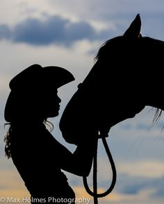Silhouette, cowgirl and horse, calm Silhouette Painting, Horse Silhouette, Kissing Silhouette, Horse Photos, Horse Pictures, Horse Love, Horse Girl, Horse Drawings, Art Drawings