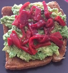 Recipe Avocado Red Pepper Toast - Online Nutrition Coaching - Food The Facts Breakfast Snacks, Red Peppers, Avocado Toast, Coaching, Nutrition, Facts, Stuffed Peppers, Healthy Recipes, Easy