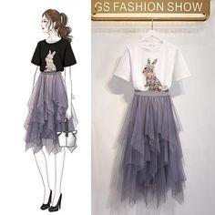 Match : T-shirt + Waist Elastic Mesh Skirt Set Dress Design Sketches, Fashion Design Drawings, Fashion Sketches, Fashion Drawing Dresses, Fashion Illustration Dresses, Fashion Dresses, Cute Fashion, Fashion Models, Girl Fashion