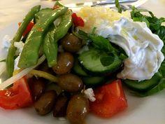 Veckans recept: Grekisk sallad – superenkelt och supergott!  http://www.senses.se/veckans-recept-grekisk-sallad-superenkelt-och-supergott/