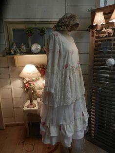 Robes courtes, ROBE ACACIA BLANC CASSE VOLANTS MANCHES TROIS QUAR est une création orginale de Froufrou-la-bourge sur DaWanda