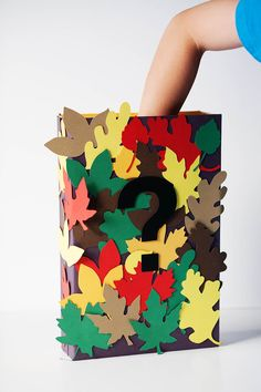 A fun guessing game: Have students bring in items to add to this Fall Sensory Box! Autumn Activities, Sensory Activities, Sensory Play, Toddler Activities, Classroom Projects, Craft Projects, Teamwork Games, Sensory Boxes, Crafts For Kids