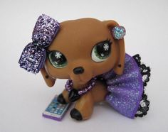 Custom Made out fit for Littlest Pet Shop. You will receive Custom Skirt, Bow, Phone, Stick On Earrings & Necklace. Dog in picture is not included, for display purposes only : ) Fast Shipping Lps Clothes, Custom Clothes, Little Pet Shop, Little Pets, Lps Diy Accessories, Nerd Outfits, Dragon Crafts, Making Out, Minis