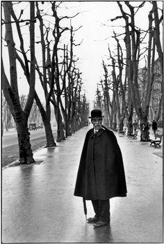 Henri Cartier-Bresson :: Allée du Prado, Marseille, France, 1932