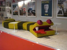 Insane Reptile Couch at Salone del Cell, Milan 2010 ‹ FashionmodelizmFashionmodelizm