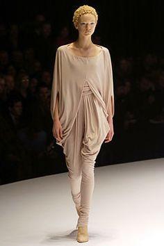 Alexander McQueen Fall 2004 Ready-to-Wear Fashion Show - Gemma Ward (IMG)