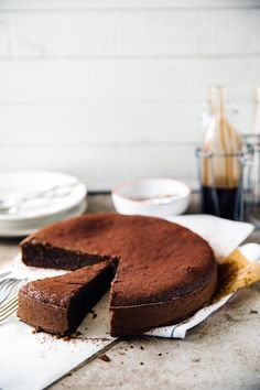 Flourless chocolate and espresso cake is decadent, deeply chocolatey, moist, easy to make and perfect for breakfast / dessert