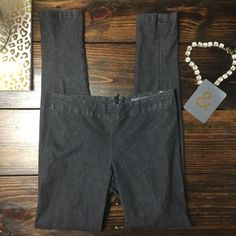 """Vince denim leggings jeggings In excellent used condition six XS  _______ MEASUREMENTS Waist: 13.25"""" Hips: 17"""" Leg Opening: 5"""" Inseam: 30""""  Fabric Content: 96% Cotton 4% Lycra   •• As always I follow all Postmark rules & No trades. Please make all offers through the offer button - lots of love girls! Vince Pants Leggings"""