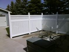 Dynasty Fence(Shown with available Lattice Accent)