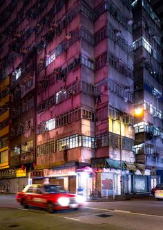 Photographer Andy Yeung's new series 'Remembering Hong Kong' explores unexpected aspects of the city. The result is stunning Hong Kong night photography. Urban Photography, Night Photography, Street Photography, Hong Kong Building, Old Building, Dubstep, Hong Kong Night, Cyberpunk City, Corner House