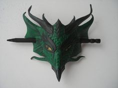 Pasador de cuero cabeza de dragón por wingandtalon en Etsy