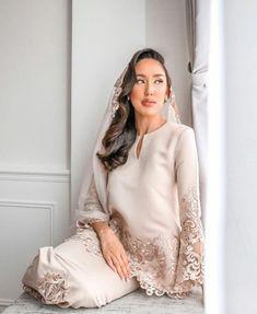 Malay Wedding Dress, Muslim Wedding Gown, Muslimah Wedding Dress, Hijab Wedding Dresses, Disney Wedding Dresses, Dream Wedding Dresses, Bridesmaid Dresses, Kebaya Wedding, Modest Fashion Hijab