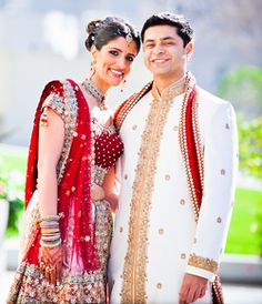 Indian Wedding Dress for the bride and groom from www.unique-reception-theme-wedding-ideas.com.
