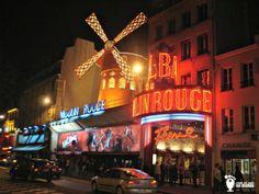 Moulin Rouge e o famoso bairro boêmio ao redor, um dos atrativos de Paris.