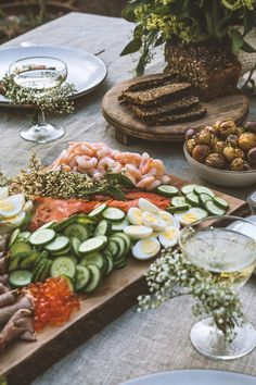 A Midsummer Feast as pretty as this is surely the essence of Hygge? Images from HonestlyYUM by the insanely talented Spotted SF baby's breath flowers on glass Antipasto, Breakfast And Brunch, Breakfast Ideas, Good Food, Yummy Food, Smoked Fish, Think Food, Food Inspiration, Tapas