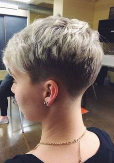 Today we have the most stylish 86 Cute Short Pixie Haircuts. We claim that you have never seen such elegant and eye-catching short hairstyles before. Pixie haircut, of course, offers a lot of options for the hair of the ladies'… Continue Reading → Short Hair Back View, Very Short Hair, Short Hair Cuts For Women, Pixie Haircuts 2015, Pixie Haircut Styles, Popular Haircuts, Haircut Short, Hairstyle Short, Pixie Styles
