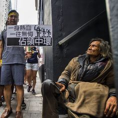 A homeless reacts as students march crosses Central District in hong Kong (Xaume Olleros)