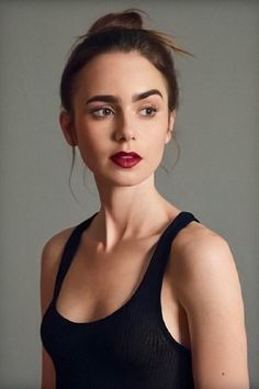 Lily Collins The Beauty. Lily Collins Cheveux Courts, Lily Collins Pelo Corto, Lily Collins Short Hair, Le Rosey, Celebrity Moms, Celebrity Photos, Celebrity Style, Beauty Shots, Effortless Chic