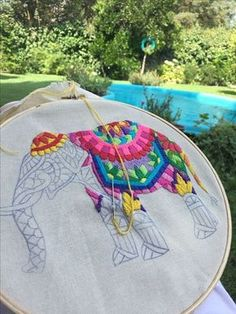 I'd like to be able to embroider-but more than that-Id like to have a garden like this to sit out in 💛 Elefante hindu bordado Hand Embroidery Stitches, Crewel Embroidery, Hand Embroidery Designs, Beaded Embroidery, Cross Stitch Embroidery, Needlework, Creations, Handmade, Elefante Hindu