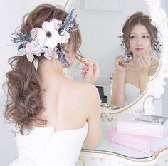 プレ花嫁の結婚式準備アプリ♡ -ウェディングニュース-さんはInstagramを利用しています:「* * #アネモネ が可愛い😍💕 お洒落な #ヘアスタイル に #お支度ショット 🌼 * * こちらのお写真は @yasuka_cure さんからリグラムさせていただきました🌟 * #ウェディングニュース のタグにお写真を投稿してくださり、ありがとうございました😊✨ * * *…」 Bridal Hair Updo, Hairdo Wedding, Bride Hairstyles, Cool Hairstyles, Marriage Images, Hair Arrange, Star Hair, Hair Setting, Bridal Make Up