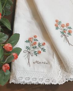 "537 Likes, 13 Comments - 마로 (@maro_embroidery) on Instagram: ""좋아하셔서 다행이에요. #자수나무 #프랑스자수  #손수건"""