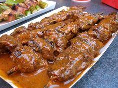 Try Disneyland Bengal Barbeque Spicy Beef Skewers Recipe! You'll just need Ingredients - Korean Sauce, 1 Teaspoon of vegetable oil, 1 Tablespoon fresh. Comida Disney, Disney Food, Disney Recipes, Disney Parks, Disney Theme, Skewer Recipes, Beef Recipes, Cooking Recipes, Game Recipes