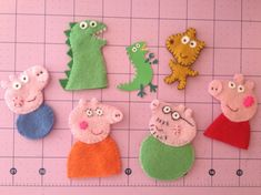 Whole Peppa Family set with Dinosaur & Teddy Bear - Peppa Pig inspired Handmade Felt Finger Puppets by CraftyMamiPig - Great gift for birthday!