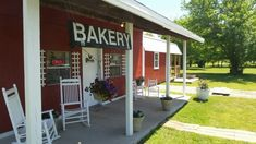 Take A Road Trip To Front Porch Bakery, A Remote Sweets Shop In Oklahoma That Makes Exceptional Pies Claremore Oklahoma, Drummond Ranch, Oklahoma Attractions, Good Bakery, Small Bakery, Travel Oklahoma, Oklahoma City, Vacation Spots, Vacation Ideas