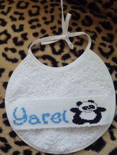 """Babero nombre """"Yarel"""" y osito panda"""
