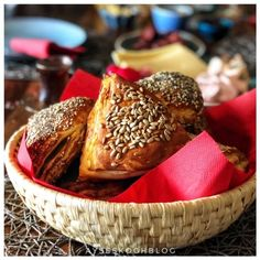 Fluffige Laugenecken Ober Und Unterhitze, Camembert Cheese, Cologne, Breads, Bread, Easy Meals, Bread Rolls, Braids, Bakeries