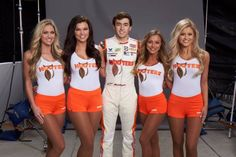Chase Elliott has a new primary sponsor for 2017. Hooters returns to NASCAR! https://racingnews.co/2017/01/23/2017-chase-elliott-hooters-nascar-racecar/ #chaseelliott