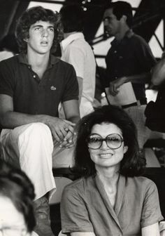 Jacqueline Kennedy Onassis with her son, John F, Kennedy Jr., at the Annual RFK Pro-Celebrity Tennis Tournament, August John Kennedy Jr, Carolyn Bessette Kennedy, Jfk Jr, Jacqueline Kennedy Onassis, Les Kennedy, Jaqueline Kennedy, Caroline Kennedy, Lee Radziwill, Jackie Oh