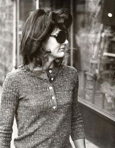 Jackie Kennedy Onassis during Jackie Onassis Sighting at Madison Avenue in New York City - October 1971 at Madison Avenue in New York City, New York, United States. Get premium, high resolution news photos at Getty Images Jackie Oh, Jackie Kennedy Style, Los Kennedy, Jacqueline Kennedy Onassis, John F Kennedy, Southampton, Jaqueline Kennedy, Marie, New York City