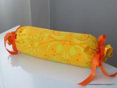 Kissankäpälä: Keltainen tyynynpäällinen, yellow pillow cover