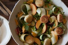 Well doesn't this Garden Salad with Fried Goat Cheese looks DELISH!