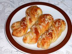 Škvarkové vrkoče (fotorecept) Hot Dog Buns, Hot Dogs, Dumplings, Pretzel Bites, Sausage, French Toast, Pizza, Bread, Breakfast