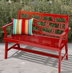 Vida colorida... - *Decoração e Invenção* Outdoor Spaces, Outdoor Living, Garden Chairs, Garden Benches, Red Cottage, Cool Chairs, Porch Swing, Outdoor Furniture, Outdoor Decor