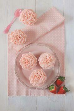 Postreadicción galletas decoradas, cupcakes y pops: Cupcakes de fresa y champán